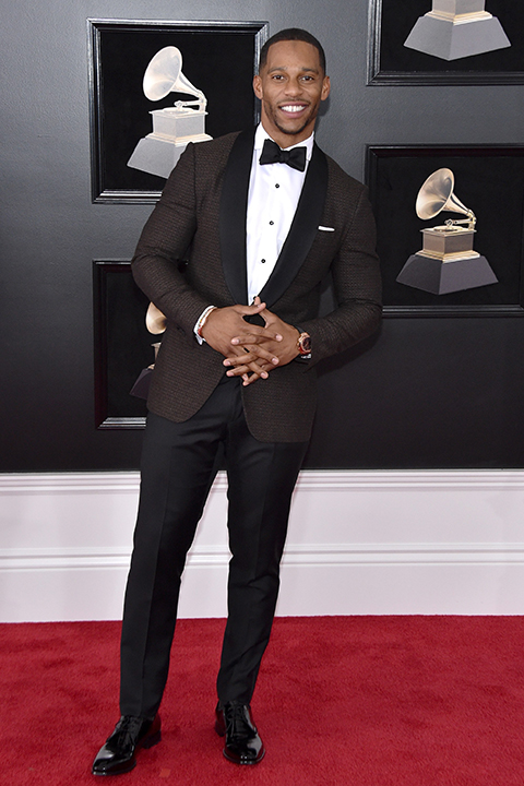 2018 grammys victor cruz burgundy patterned coat with black pants and a white dress shirt with a black bow tie