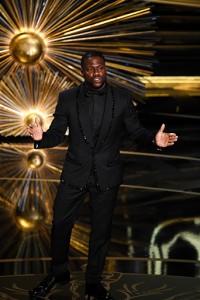 2016 Oscars Academy Awards Kevin Hart - fashionista.com