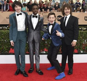 2017 sag awards cast of stranger things teal tuxedo with black bow tie and grey and black tuxedo with black bow tie and blue coat with black pants and black bow tie and black tuxedo with long black tie