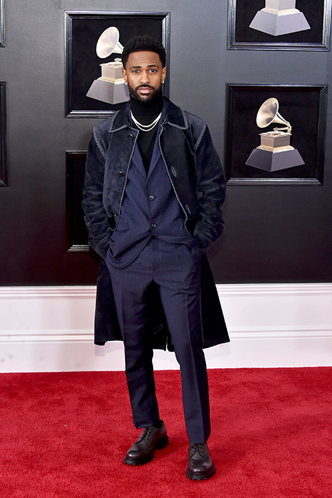 2018 grammys big sean navy blue tuxedo with a black shirt and velvet navy blue coat on top with black shoes