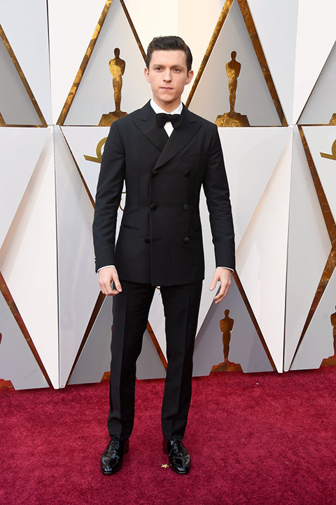2018 academy awards tom holland black double breasted tuxedo with a white dress shirt and black bow tie classic look